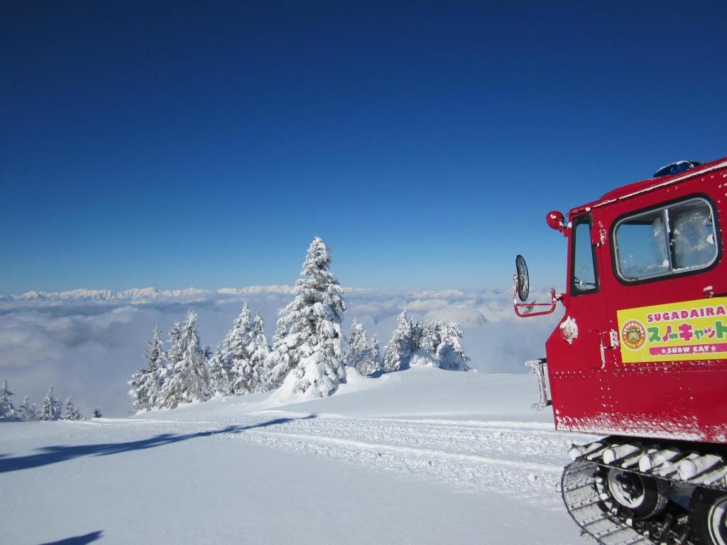 根子岳からの下山はスノーキャットで